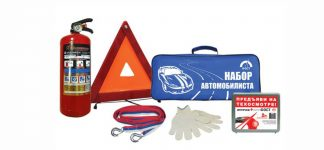 Набор автомобилиста (аптечка, огнетушитель, знак аварийной остановки, трос, перчатки, сумка)